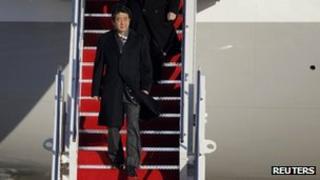 Japanese PM Shinzo Abe arrives at Andrews Air Force base near Washington DC (21 Feb 2013)