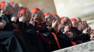 Cardinals applaud Benedict XVI. 27 Feb 2013