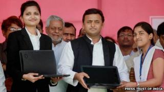 Akhilesh Yadav distributes free laptops to students in Lucknow on 11 March 2013