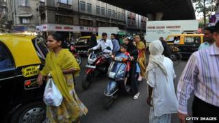 Cars and people stuck in a Mumbai traffic jam