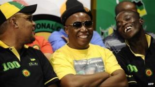 Pule Mabe (l) Julius Malema and Ronald Lamola (r) (file photo)