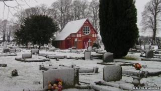 Snow in Wem churchyard