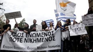 Students protest in Nicosia, 26 Mar 13