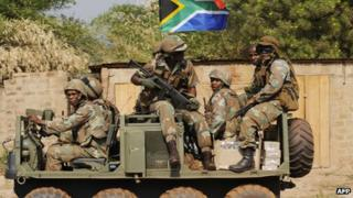 South African soldiers patrolling in Bangui (10 January 2013)