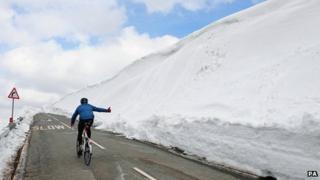 Snowdrifts in Peak District