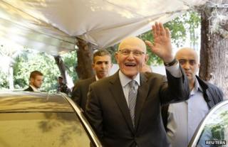 Tamam Salam waves to supporters in Beirut, 6 April