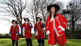 The documentary contains footage of dramatic re-enactment of the siege of Derry