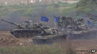 Taiwanese military maneuver M60A3 Patton tanks during Han Kuang military exercises in Penghu county, 17 April 2013