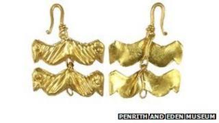 Gold Roman jewellery