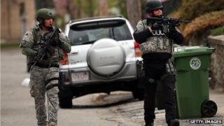 Members of a SWAT team search through a neighbourhood in Watertown, Boston (19 April 2013)