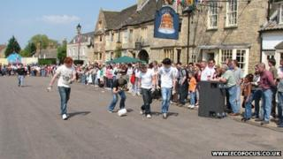 Men's Cheese Rolling race, Stilton, 2007
