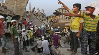 Bangladeshi rescuers at the site of the collapsed building in Savar, near Dhaka, Bangladesh, 25 April 2013