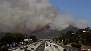 Giant smoke cloud billows over California motorway, 2 May 2013