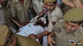 """Pakistani prisoner Sanaullah, an inmate of India""""s central Jammu jail that was attacked by Indian inmates at a prison, is carried from a hospital to an ambulance in Jammu on May 3, 2013,"""