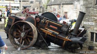 Steam roller crash is Corfe Castle