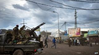 Government troops fight rebels in eastern DR Congo - 18November 2012