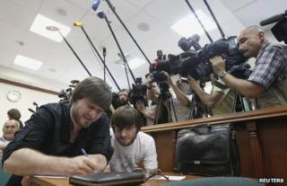 Two of the defendants, Dzhabrail (L) and Ibragim Makhmudov, in court in Moscow, 3 June