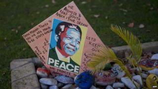 Get-well card outside the house of former President Nelson Mandela (10 June 2013)