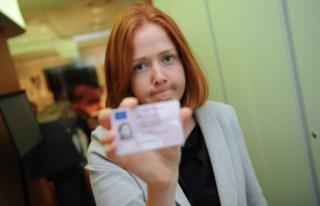 Clare Spencer holding her driving licence
