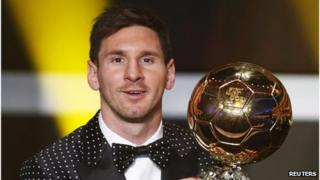 Lionel Messi smiles as he holds his FIFA Ballon d'Or trophy during Fifa's awards ceremony in Zurich, January 7 2013