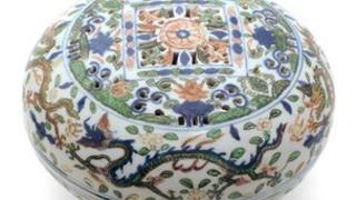 Porcelain cake box – Wanli period 1573 -1619