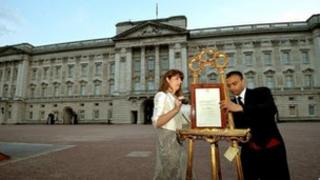 An official notice of the birth was placed on an easel at Buckingham Palace