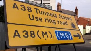 Tunnels closed sign