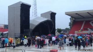 Power cut at County Ground concert