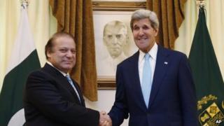 US Secretary of State John Kerr (right) meets Pakistani Prime Minister Nawaz Sharif in Islamabad on 01 August 2013