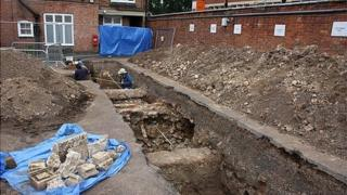 Richard III's grave being recorded
