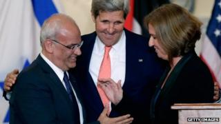 US Secretary of State John Kerry (centre) with Israeli Justice Minister Tzipi Livni (right) and Palestinian negotiator Saeb Erekat (left) in Washington on 30 July 2013