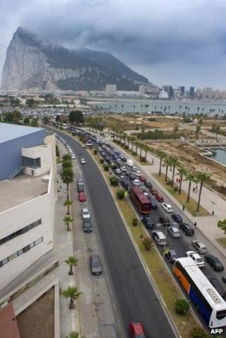 Motorists queue at the border crossing between Spain and Gibraltar in La Linea de la Concepcion, 13 August
