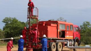 CNPC and Chadian workers fixing a well in Koudalwa in Chad, 2013