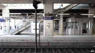 Empty platform at Mainz main station, 12 Aug 13