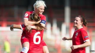 Jess Fishlock playing for Wales