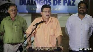 Farc's top negotiator Pablo Catatumbo (centre) announces a pause in the peace talks. Photo: 23 August 2013