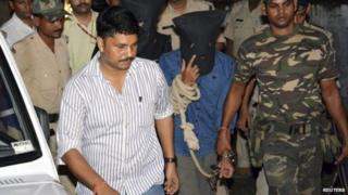 Yasin Bhatkal (C, in blue), the key operative of the Indian Mujahideen militant group, is taken to a court in the eastern Indian state of Bihar August 29, 2013.
