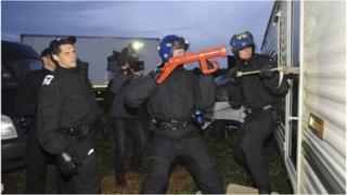 Police raiding Smithy Fen travellers' site in Cambridgeshire