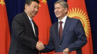 Chinese President Xi Jinping (L) meets discussed bilateral issues with his Kyrgyz counterpart Almazbek Atambayev ahead of the Shanghai bloc meeting