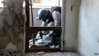 UN inspector collects samples in Damascus. 29 Aug 2013
