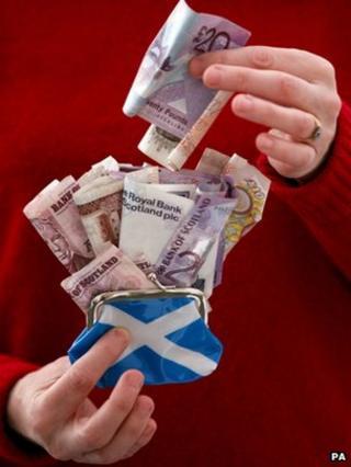 Money and Saltire purse