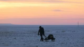 Leon McCarron in Gobi desert