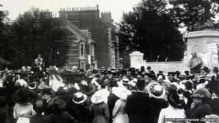 Unveiling of King Edward VII bust in 1913