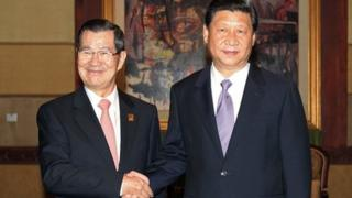 Chinese President Xi Jinping (right) discussed bilateral ties with Taiwan's representative Vincent Siew in Bali