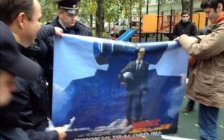 Screengrab of group holding Putin poster, taken from Mikhail Dvorkovich's Twitter feed.