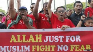 Muslim demonstrators chant slogans outside Malaysia's Court of Appeal in Putrajaya, outside Kuala Lumpur 14 October 2013