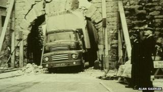 Lorry stuck under Newport Arch, 1964