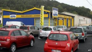 A picture taken on 28 October, 2013 in Terrasson, central France, shows the garage where a child was found by mechanics in the boot of a car