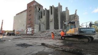 Water Eaton Grain Silo being demolished