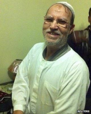 Essam el-Erian being detained by security forces in Cairo